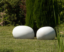 Puf de diseño original / de hormigón reforzado con fibra / de jardín / de exterior