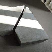 Mesa de centro moderna / de cemento / trapezoidal / profesional