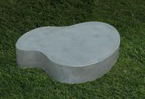 Mesa de centro de diseño original / de cemento / para espacio público / de interior