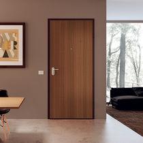 Puerta de entrada / abatible / de madera / de melamina