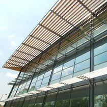 Celosía con lamas de cedro / para fachada / horizontal