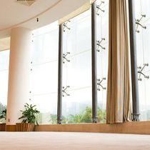 Muro cortina de sujeción con grapas / de vidrio / transparente