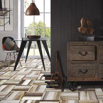 Baldosa para pavimento / de cerámica / satinada / aspecto madera