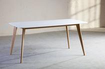 Mesa moderna / de madera / de Corian® / para edificio público