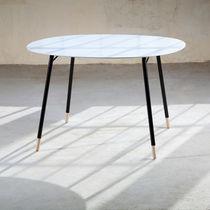Mesa de centro / moderna / de metal / de Corian®