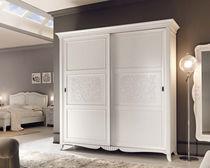 Armario de estilo / de madera lacada / con puertas corredizas