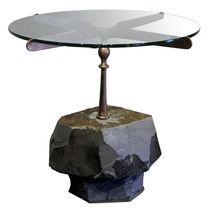 Mesita auxiliar de diseño original / de vidrio / de piedra / de cobre