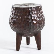 Mesita auxiliar de diseño original / de madera / redonda / contract