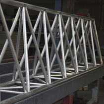 Viga prefabricada / de aluminio / rectangular / en celosía