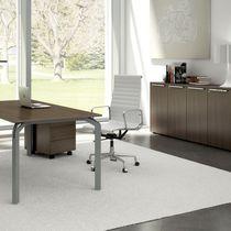 Conjunto de escritorio y armarios para uso profesional
