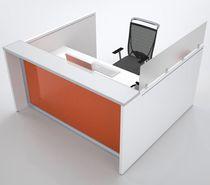 Mostrador de recepción de esquina / de madera / de aluminio anodizado / de vidrio