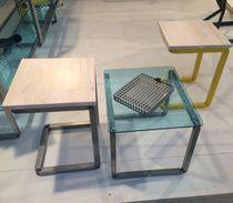 Conjunto de mesa y silla moderno / de madera / de metal / de vidrio