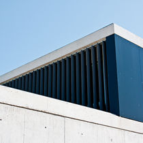 Celosía con lamas de aluminio / para fachada / vertical / orientable