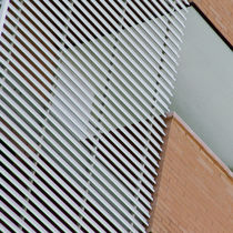 Celosía con lamas de PVC / para fachada / horizontal / rígida