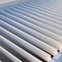 Celosía con lamas de aluminio / para fachada / horizontal / orientable