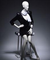 Maniquí mujer / con estilo / sedente