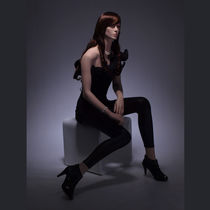 Maniquí mujer / realista / sedente