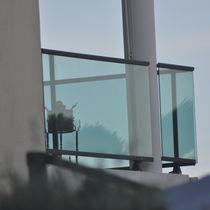 Barandilla de exterior / de vidrio / de aluminio / con barrotes