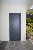 Puerta de entrada / abatible / de aluminio / con aislamiento térmico