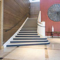 Escalera recta / con peldaños de piedra / con contrahuella / tradicional