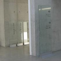Tótem informativo autoportante / en braille / para lugar público