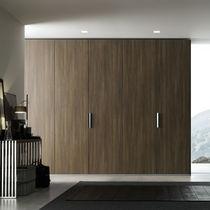 Armario moderno / de melamina / con puertas batientes / con puerta corredera