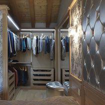 Vestidor de pared / clásico / de madera / con iluminación integrada