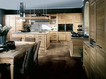 Cocina moderna / de madera maciza / de madera lacada / de acero inoxidable