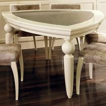Mesa clásica / de madera lacada / de vidrio / triangular