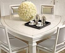 Mesa moderna / de madera maciza / de madera lacada / triangular