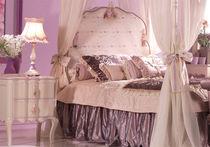 Cama con dosel / simple / clásica / con cabecero tapizado