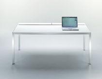 Escritorio de aluminio / de vidrio templado / moderno / para uso profesional