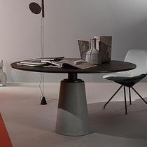 Mesa de comedor moderna / de MDF / de acero / de cuero