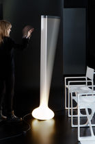 Lámpara de pie / moderna / de polietileno / de interior