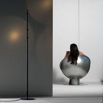 Lámpara de pie / de diseño original / de aluminio / de interior