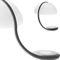 Lámpara de mesa / de diseño original / de metacrilato / de interior