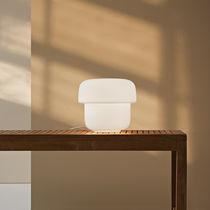 Lámpara de mesa / moderna / de vidrio / de interior
