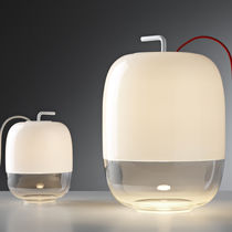 Lámpara de mesa / de diseño original / de vidrio / de interior