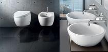 Inodoro suspendido / de cerámica / con cisterna empotrada