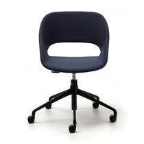 Silla de oficina moderna / tapizada / con ruedas / con patas en forma de estrella