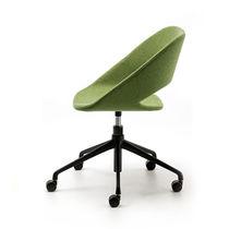 Silla de oficina moderna / con ruedas / con patas en forma de estrella / tapizada