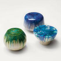 Mesita auxiliar moderna / de cerámica / redonda / de jardín