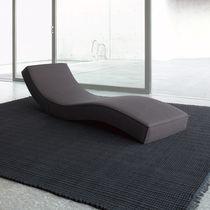 Chaise longue moderna / de tejido / de poliéster / de interior