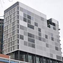 Celosía con lamas de aluminio / para fachada / motorizada