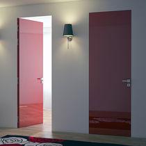 Puerta a ras / de interior / abatible / de metal