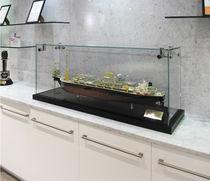 Vitrina moderna / en encimera / de madera / de vidrio