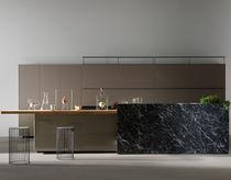 Cocina moderna / de madera lacada / de vidrio / de aluminio