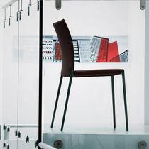 Silla moderna / tapizada / apilable / con revestimiento removible
