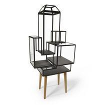Vitrina de diseño original / con patas altas / de roble / de vidrio