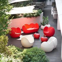 Sofá moderno / de exterior / de polietileno / para edificio público